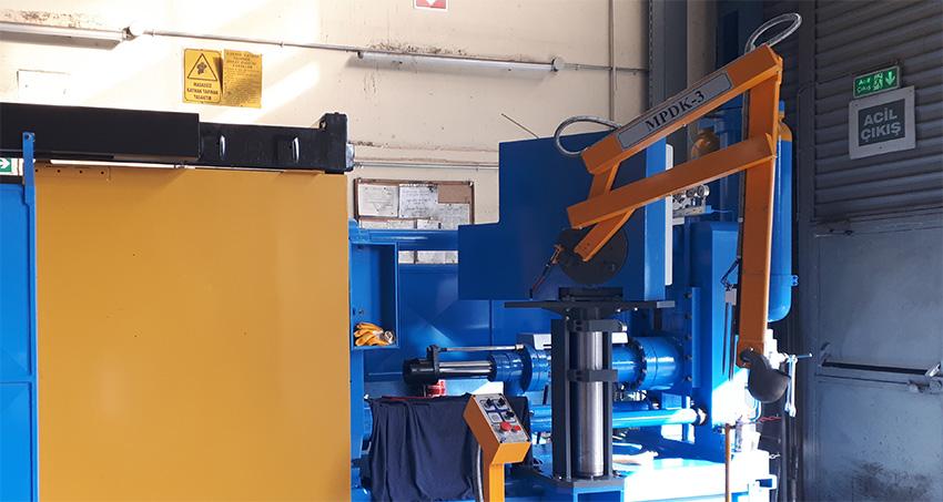 Automatyczny robot do odlewania w stopie