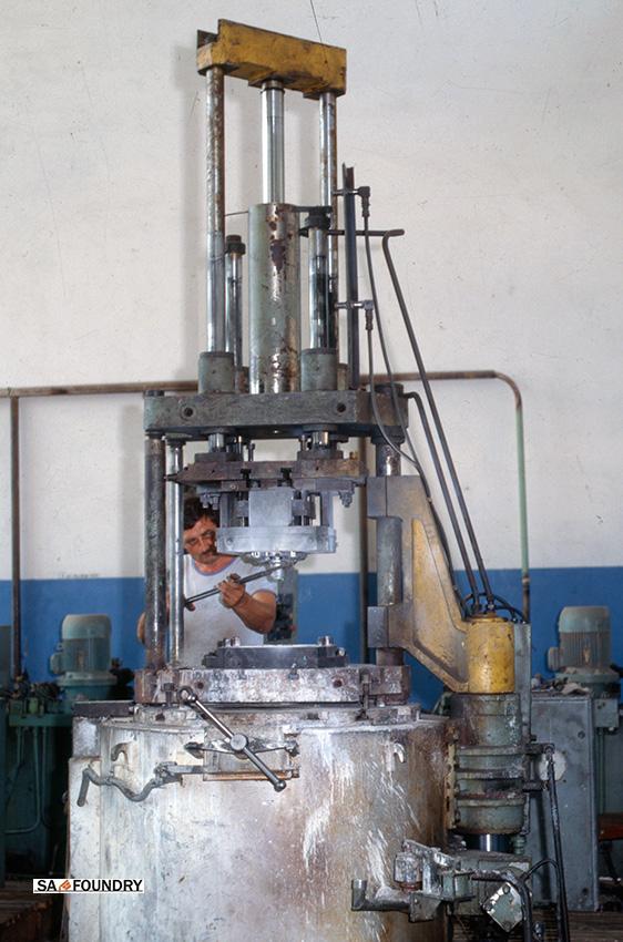 LPDC machine for the production of aluminium brake caliper castings